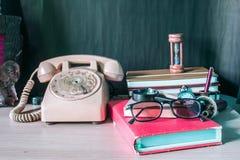 Artigos de papelaria e telefone imagem de stock