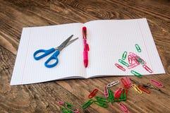 Artigos de papelaria na mesa Fotografia de Stock