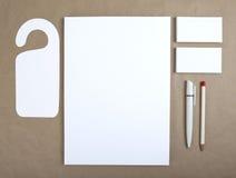 Artigos de papelaria vazios no papel do ofício Consista nos cartões, A4 l Imagem de Stock Royalty Free