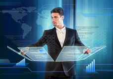 Artigos de pressão do homem de negócios em um painel do ecrã táctil Fotografia de Stock Royalty Free