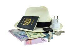 Artigos do curso que incluem o passaporte, as chaves & o dinheiro Imagens de Stock