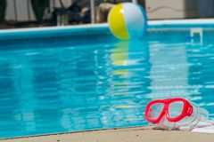 Artigos do divertimento da piscina foto de stock royalty free