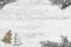 Artigos do Natal no fundo de madeira Fotografia de Stock Royalty Free