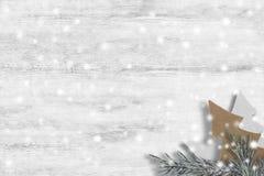 Artigos do Natal no fundo de madeira Fotografia de Stock