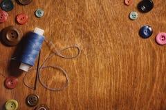 Artigos para tesouras e botões do bordado Imagens de Stock