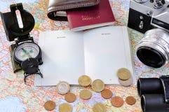 Artigos relacionados do curso em um mapa Fotografia de Stock