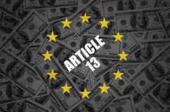 Artikel 13 inschrijving en vele honderd dollarsrekeningen op donkere achtergrond royalty-vrije stock afbeeldingen