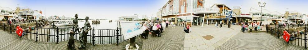ARTIKEL MED ENSAMRÄTT - Panorama av Cardiff skeppsdockor royaltyfria bilder