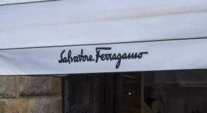 Artikeln med ensamrätt shoppar av Salvatore Ferragano i Florence - FLORENCE/ITALIEN - SEPTEMBER 12, 2017 Royaltyfri Foto