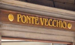 Artikeln med ensamrätt shoppar på den Ponte Vecchio bron i Florence - FLORENCE/ITALIEN - SEPTEMBER 12, 2017 Royaltyfria Foton