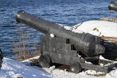 Artileriyskoe instrument av det 19th århundradet som står på slen Arkivbild