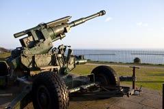 Artilharia WW2 apontada na canaleta inglesa Imagens de Stock