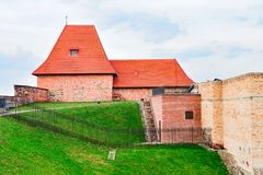 Artilleribastiontorn i det gamla centret Vilnius Litauen royaltyfria bilder