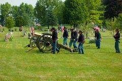 Artillerie-Batterie mit Canon Stockfotos