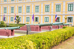 Artillerie bij Ministerie van Defensie, Bangkok, Thailand Stock Foto's
