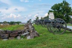 Artillerie eingestellt in Position auf einem Hügel stockbilder