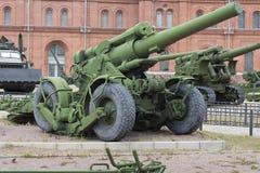 Artilleriutläggning i den öppna luften Museum för militär historia royaltyfri fotografi