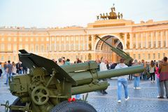Artillery with carnations and antiaircraft guns in the backgroun. ST.PETERSBURG, RUSSIA - AUGUST 08, 2017:  Artillery with carnations and antiaircraft guns in Stock Photo