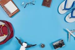Artilugios y accesorios del viaje en espacio azul de la copia Fotografía de archivo libre de regalías