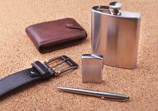 Artilugios y accesorios para los hombres en fondo de madera ligero Correa de moda de los hombres s, cartera, encendedor, frasco i Foto de archivo libre de regalías