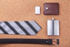 Artilugios y accesorios para los hombres en fondo de madera ligero Correa de moda de los hombres s, cartera, encendedor, frasco i Imagen de archivo libre de regalías