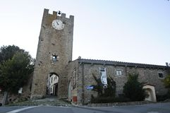 Artimino历史的村庄的入口在佛罗伦萨附近的 免版税库存图片