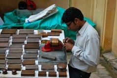 Artisanaal bij het werk in het Fort van Jaipur Stock Foto's