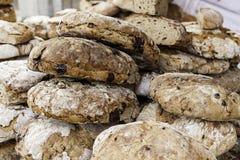 Artisanaal brood in een oude markt royalty-vrije stock afbeelding