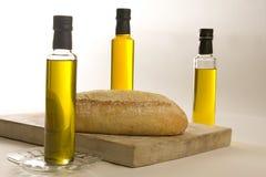 Artisanaal brood op scherpe raad. royalty-vrije stock fotografie