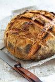 Artisanaal rustiek brood van tarwe en roggebloem royalty-vrije stock foto