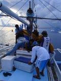 Artisanal tuńczyka żółtopłetwowy tuńczyka rybołówstwo w Filipiny prowadzi przy porą nocną, w pobliżu payaos artisanal dziwactw zdjęcia royalty free