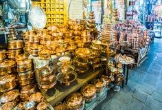 Artisanat de cuivre dans le bazar d'Isphahan - l'Iran photos libres de droits
