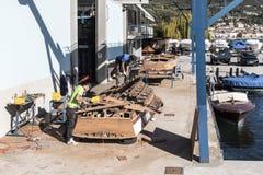 Artisans στην εργασία στην κατασκευή των βαρκών Στοκ Φωτογραφία
