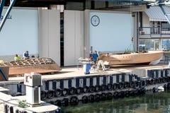 Artisans στην εργασία στην κατασκευή των βαρκών Στοκ Εικόνα
