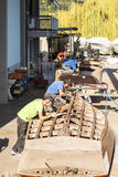 Artisans στην εργασία στην κατασκευή των βαρκών Στοκ φωτογραφία με δικαίωμα ελεύθερης χρήσης