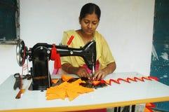 Artistâs de las mujeres que hacen el trabajo del appliqué Fotografía de archivo