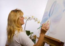 artist female her painting studio Στοκ εικόνα με δικαίωμα ελεύθερης χρήσης