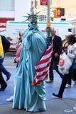 Artist imitating statue of liberty Royalty Free Stock Photos