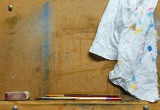 Artist's easel. An artist's easel with brushes, pencil and a dirty rag Royalty Free Stock Photography