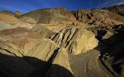 Artist& x27; s Prowadnikowe Kolorowe skały, Śmiertelna dolina Fotografia Royalty Free