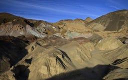 Artist& x27; s Prowadnikowe Kolorowe skały, Śmiertelna dolina Fotografia Stock