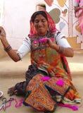 Artista al cammello giusto, Jaisalmer, India della signora Fotografie Stock