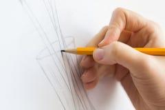 Artista com imagem do desenho de lápis no estúdio da arte Fotos de Stock