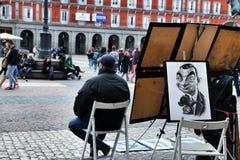 Artista de la calle que vende sus im?genes en Madrid foto de archivo