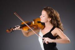 Artista de la mujer con el violín fotografía de archivo
