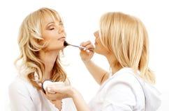 Artista de maquillaje profesional en Imagen de archivo