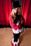 Artista de sexo femenino atractivo del circo Imagen de archivo libre de regalías