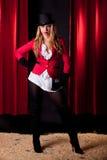Artista de sexo femenino joven y atractivo del circo Imagen de archivo