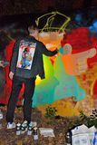 Artista dei graffiti sul lavoro Fotografie Stock Libere da Diritti