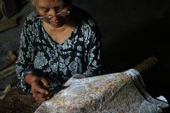 Artista del batik Imagen de archivo libre de regalías